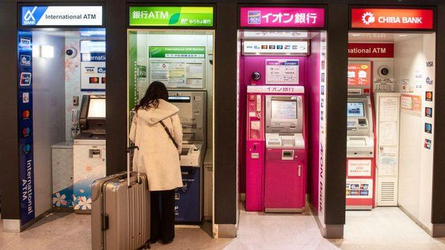 Japonya'da ortadan kaybolmaya karar veren kişiler, bankamatikleri kullanmada sorun yaşamıyor