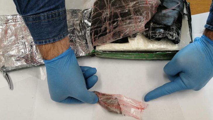 Uçaktan atılan 9 milyon euroluk kokain yanlış eve düştü, pilot yakalandı