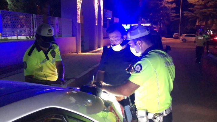 Polisleri görünce aracını park edip yaya rolü yaparak kaçmak istedi