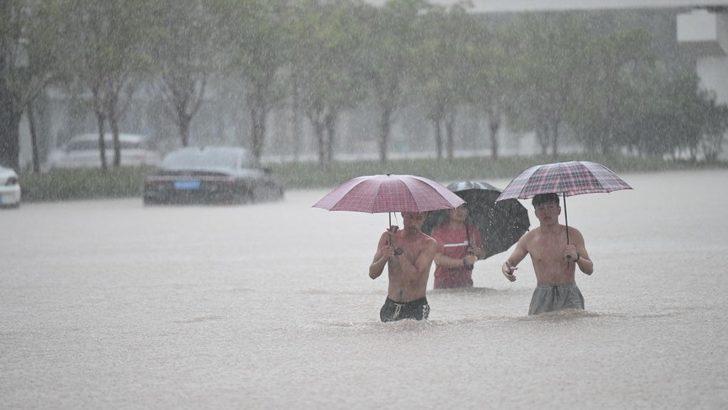 Çin'de rekor yağış: Zhengzhou kentinde en az 12 kişi öldü, kent metrosunu sel suları bastı