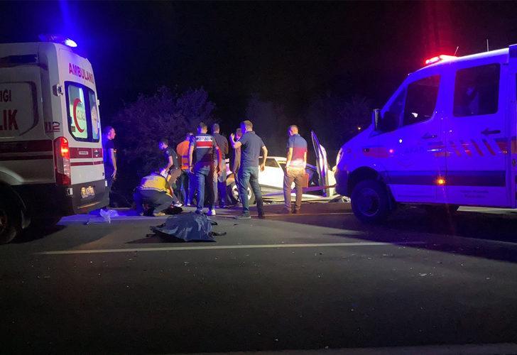 Afyonkarahisar'da 5 aracın karıştığı kazada 2'si çocuk 4 ölü, 2 yaralı