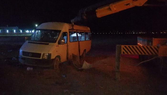 Mevsimlik işçileri taşıyan minibüs şarampole devrildi: 1 ölü, 14 yaralı