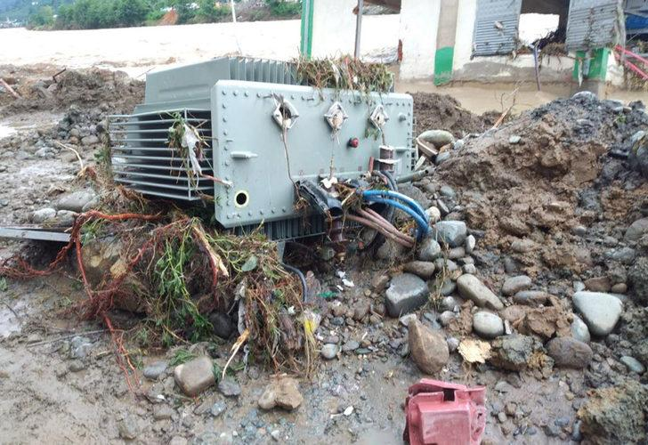 Artvin ve Rize'de 'sel' nedeniyle 3 bin 45 abone elektriksiz kaldı