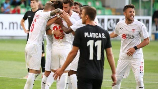 Sivasspor, Konferans Ligi için avantajı kaptı