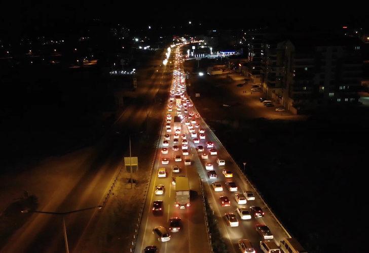 'Kilit kavşak' Kırıkkale'de araç kuyruğu 15 kilometreyi buldu