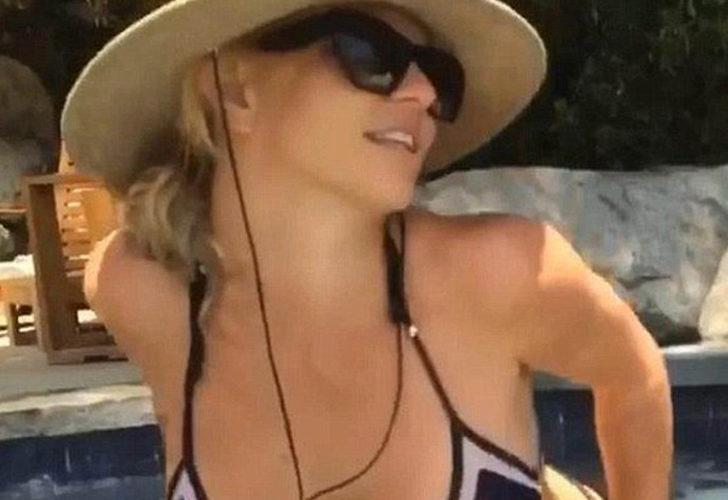 """Britney Spears üstsüz pozlarıyla sınırları zorladı! """"Çok havalı"""""""