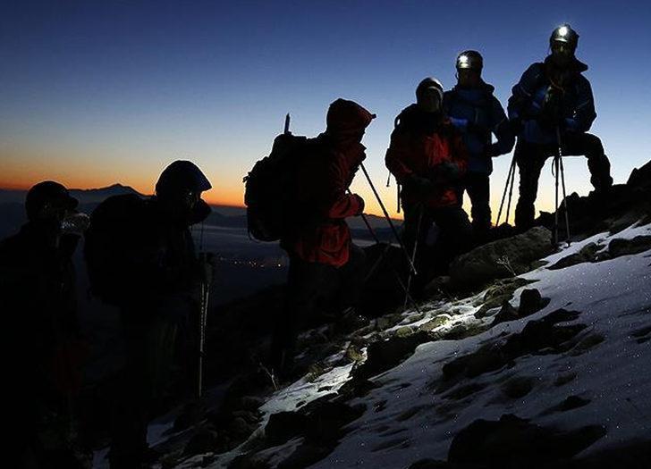 K2 Dağı'nda 6 ay önce hayatını kaybeden 3 dağcının cansız bedenlerine ulaşıldı