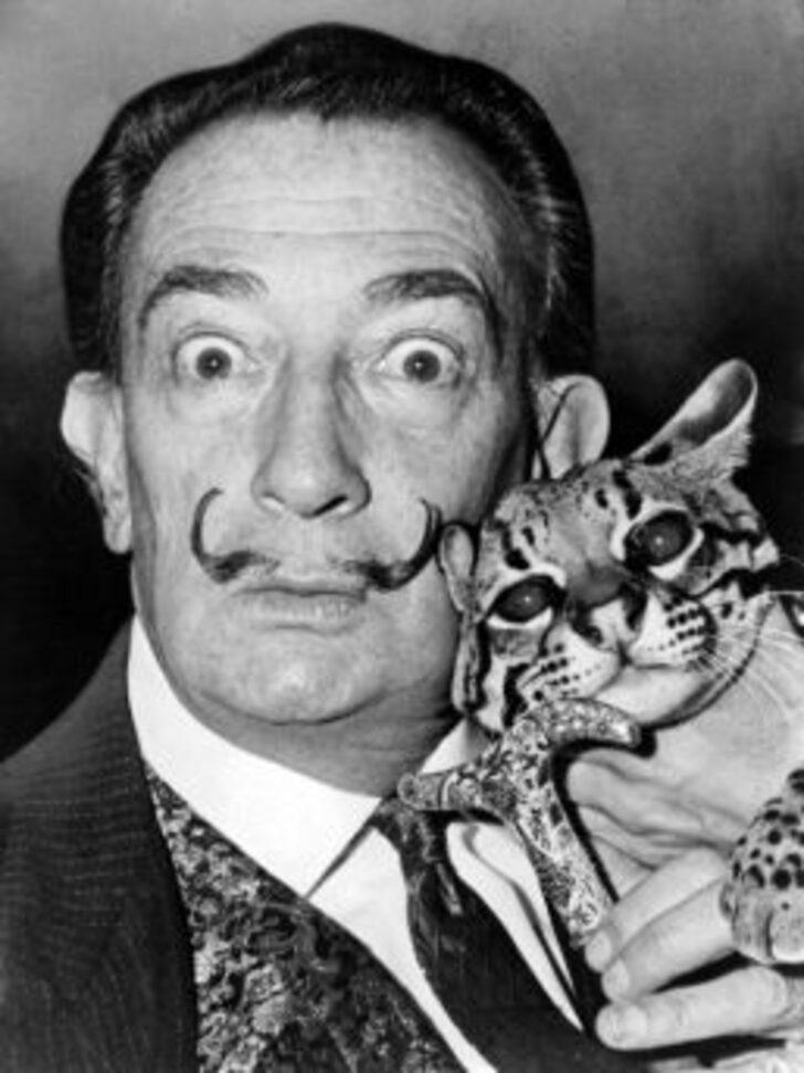 Salvador Dali'nin hayatı boyunca restoranlarda hiç hesap ödemediğini biliyor muydunuz?