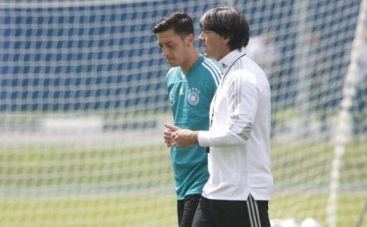 Mesut Özil: Löw'ü Fenerbahçe maçına davet ediyorum