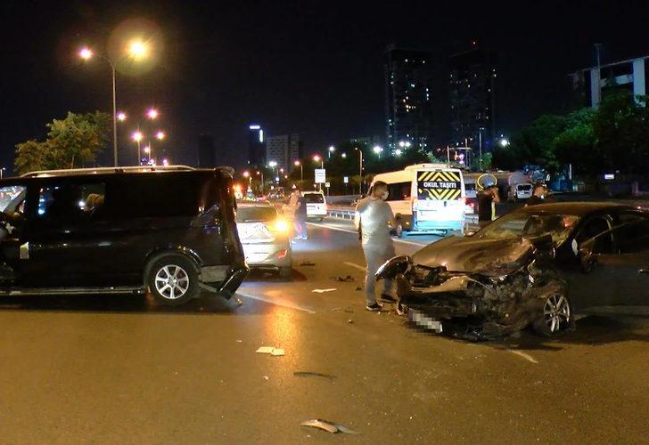 Kazayı fark etmeyen sürücü önündeki araçlara çarptı! D-100'ü kilitleyen olay