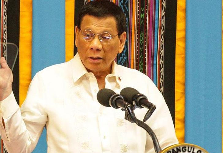 Filipinler Devlet Başkanı Duterte duyurdu! Aşı olmayana 'ev hapsi'