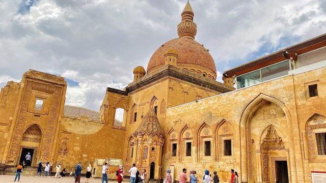 Ağrı'da Osmanlı mimarisi dokunuşu! Yıllara meydan okuyor
