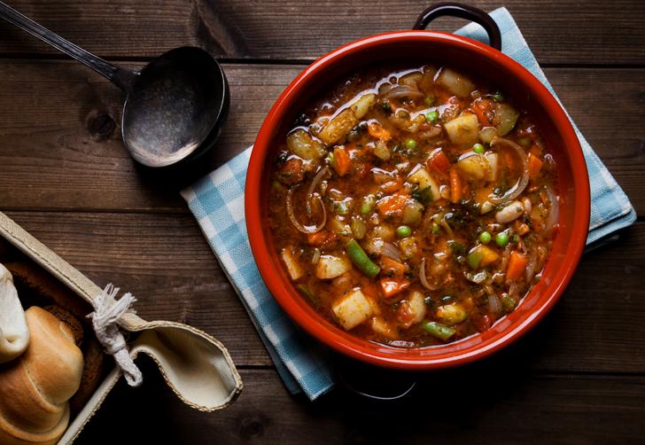 Tam kıvamında orijinal İtalyan usülü sebze çorbası tarifi! İtalyan sebze çorbası (minestrone) nasıl yapılır?