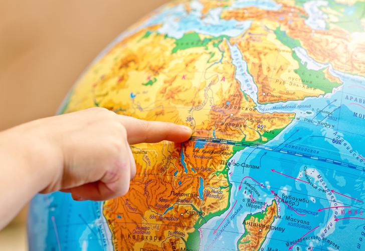 """Ekvator çizgisindeki """"su hunisi testi"""" turistlerin ilgi odağı oluyor"""