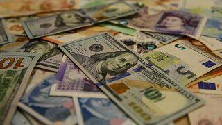 Dolar rekor yenilemeye devam ediyor