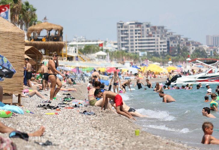 Fotoğraflar Antalya'dan! Sıcaklık 40 dereceyi buldu sahiller doldu taştı