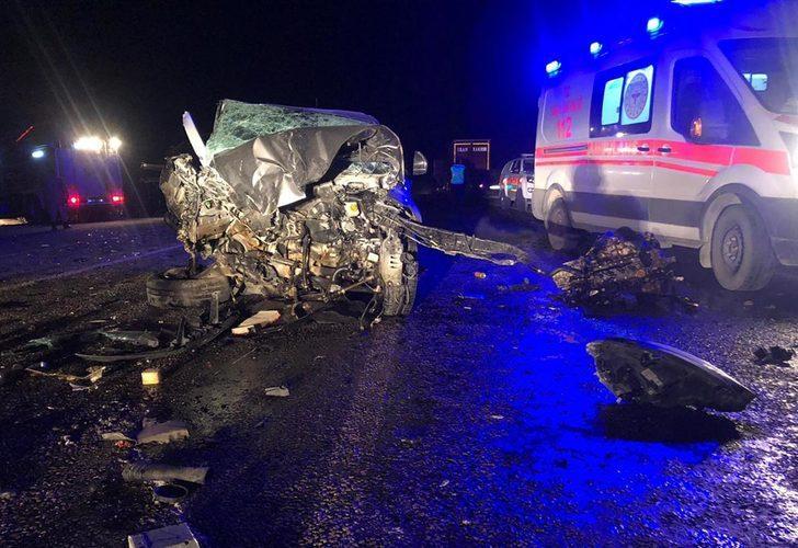 Van'da 3 aracın karıştığı kazada 2'si çocuk 10 kişi yaralandı