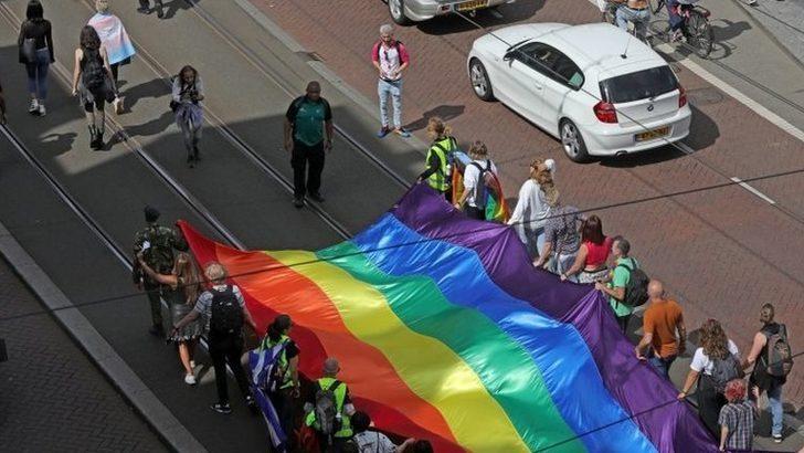 Amsterdam'da bazı taksiler LGBTİ+ Onur Yürüyüşü'ne katılanları araçlarına almadı, Uber soruşturma başlattı