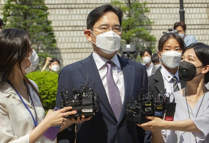 Samsung Yönetim Kurulu Başkanı Lee, şartlı tahliye edildi
