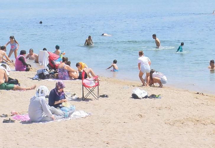 Sıcaktan bunalan Bostancı Sahili'ne koştu