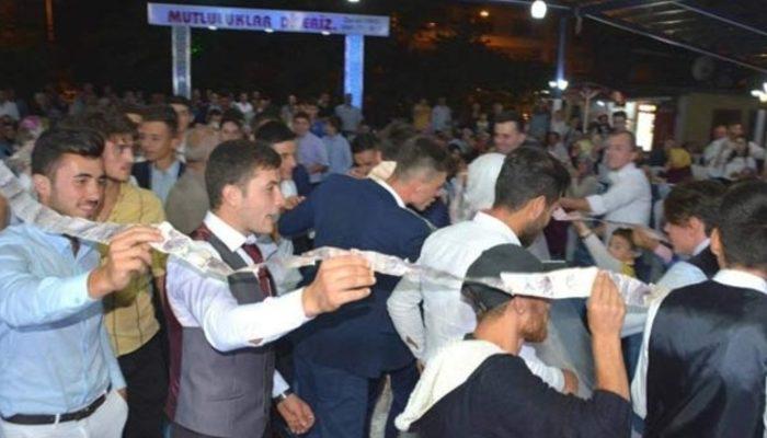 Düğün takısını 40 kişi zor taşıdı