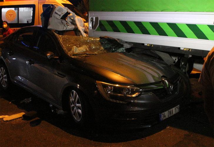 Bayrampaşa'da İBB'ye ait bir araca otomobil çarptı: 1'i ağır 5 yaralı