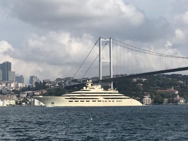 'Güzel kız' İstanbul Boğazı'ndan geçti! Değeri dudak uçuklattı