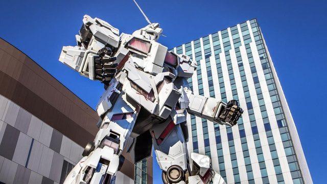 Tokyo'nun Odaiba ilçesindeki devasa bir Gundam robotu