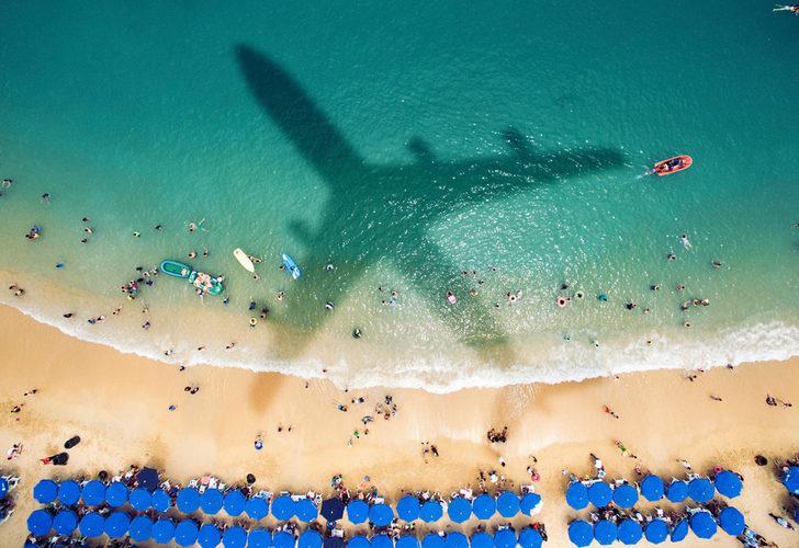 Ülke, pilota ne olduğunu konuşuyor! Can yeleği giymeden uçaktan denize atladı