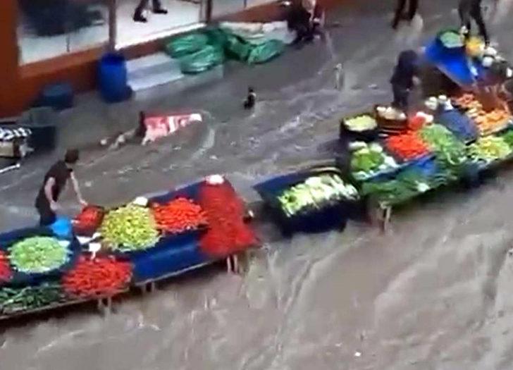 Meteoroloji uyarmıştı! Tekirdağ'da 15 dakikalık sağanak sokakları göle çevirdi
