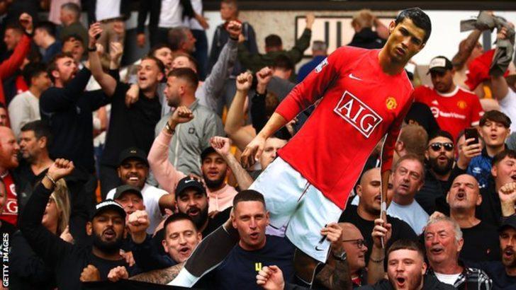 Cristiano Ronaldo, Manchester United ile 2 + 1 yıllık sözleşme imzaladı