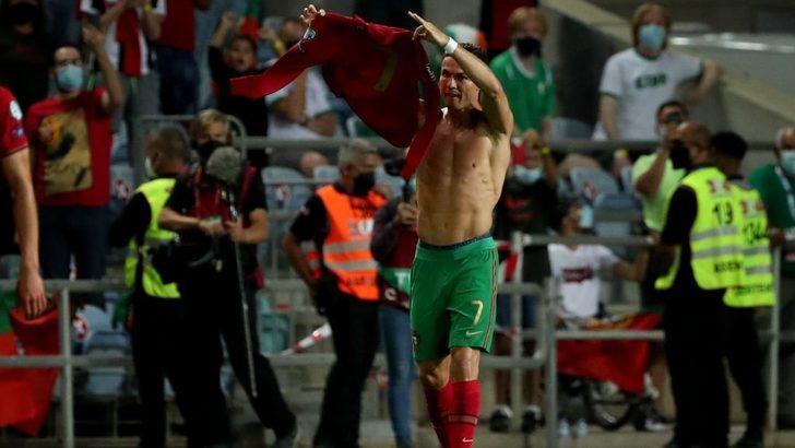 Ronaldo, 'milli formayla en çok gol atan erkek futbolcu' oldu