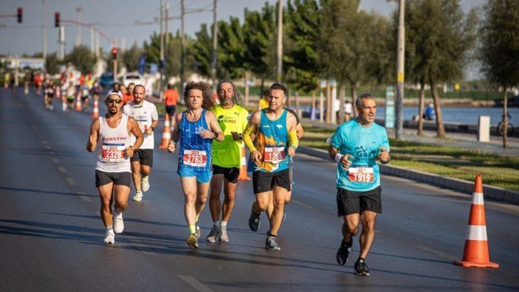 İzmir'de Zafer Kenya ve Etiyopyalı Atletlerin
