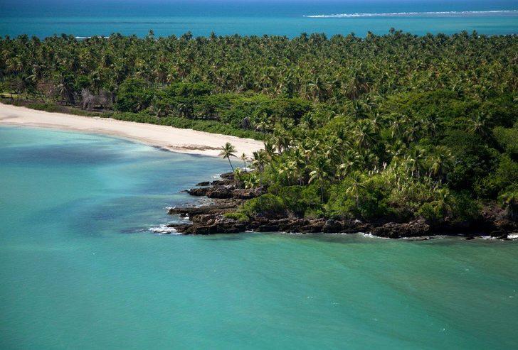 Çıplak gezmenin tamamen serbest olduğu Coco Plum Adası, görenleri şaşkına çeviriyor