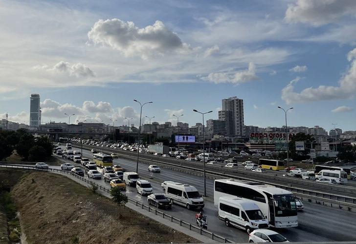 İstanbul'da yüz yüze eğitimin ilk günü trafik yoğunluğu oluştu