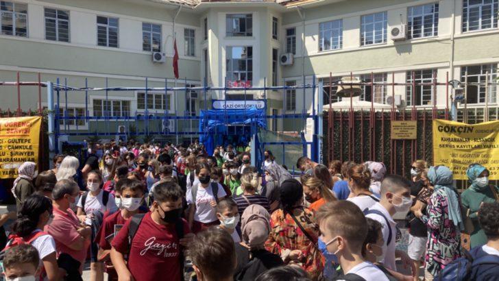 Okulun İlk Gününde Mutluluk ve Endişe Bir Arada