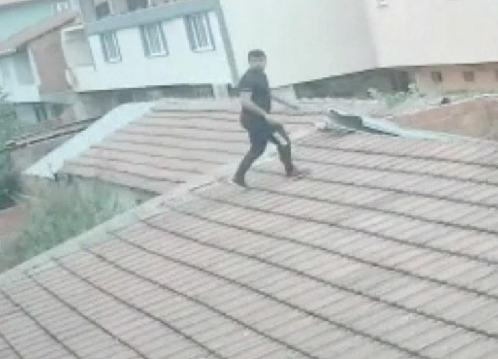 Çatıdan eve girerek husumetlisi ve eşini darp etti