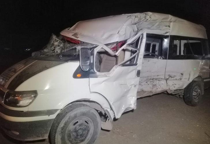 Kayseri'de feci kaza! Tarım işçilerini taşıyan minibüs ile TIR çarpıştı: 5'i ağır 19 yaralı
