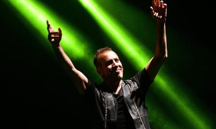 Koronavirüsü atlatan Haluk Levent, konseri için hayranlarına bilet verdi