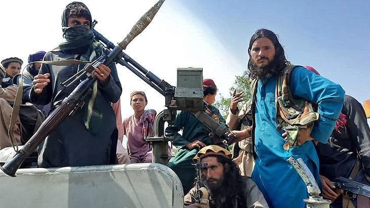 Taliban'ın Kabil'i ele geçirmesinden önceki saatlerde neler yaşandı?