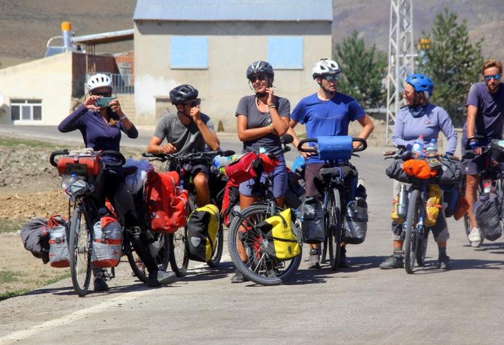 10 bin kilometre pedal çeviren Fransız gezginlerin dünya turunda sıra Türkiye'ye geldi