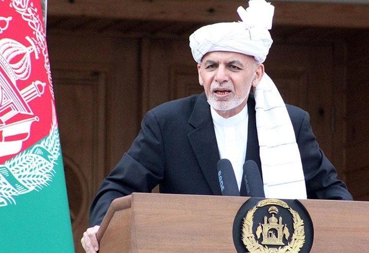 Afganistan'dan kaçan Eşref Gani halkından özür diledi