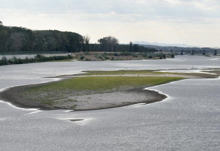 Trakya'da kuraklık, baraj ve nehirlerdeki doluluk oranını düşürdü! Adacıklar ortaya çıktı