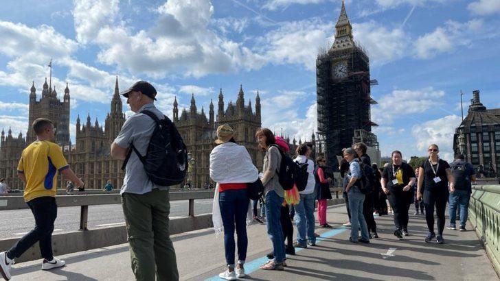 Londra'da Aşı ve Karantina Karşıtlarından Eylem
