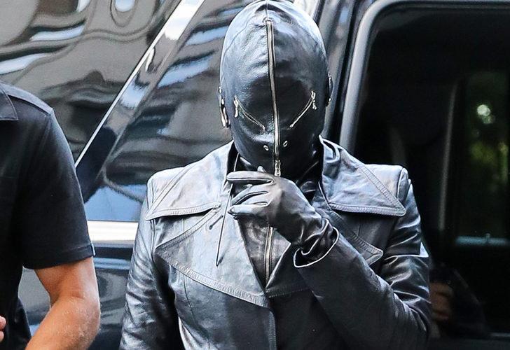 Kim Kardashian'ın garip tarzı! Fetiş maskesiyle şoke etti!