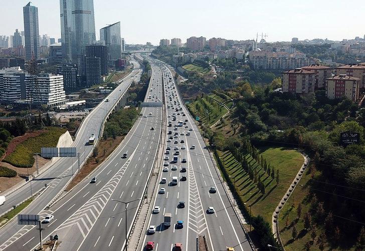FSM Köprüsü araçlara kapatıldı, TEM'de yoğun trafik oluştu