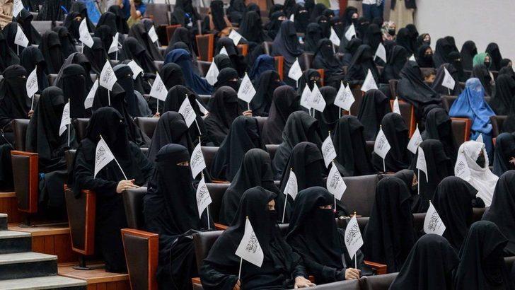 Taliban üniversitelerde kadın ve erkeklerin beraber okumasını yasakladı
