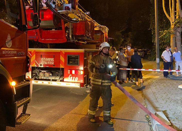 Kadıköy'de 5 katlı binada yangın çıktı