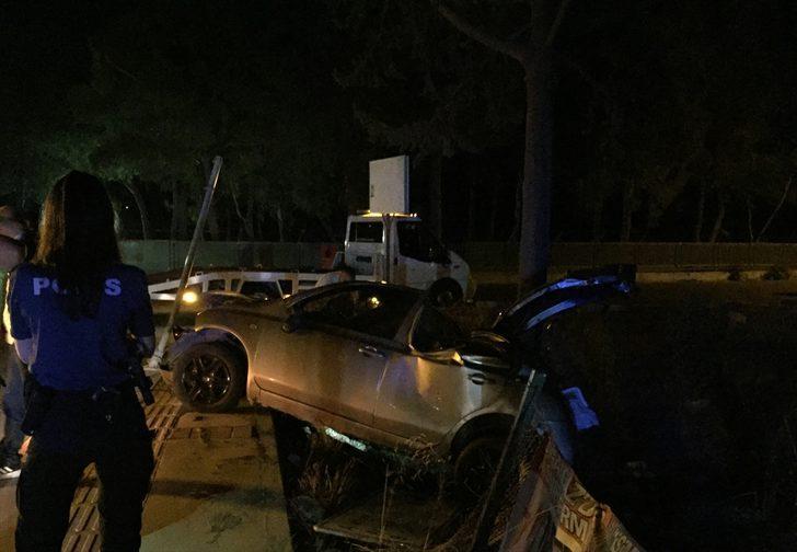 İzmir'de düğünden dönenleri taşıyan otomobil şarampole devrildi: 4 yaralı