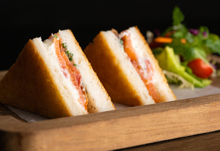 Kahvaltının yeni yıldızı! İki dilim arasında benzersiz bir lezzet: Ispanaklı sandviç tarifi